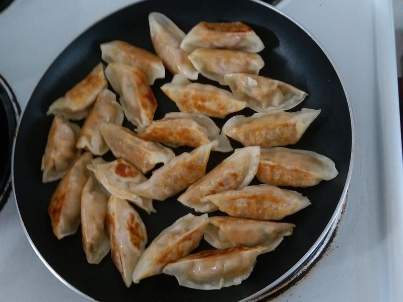 煎冷凍水餃(無麵粉水)