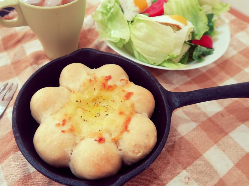 【日本人氣食譜】鍋烤太陽起司餐包