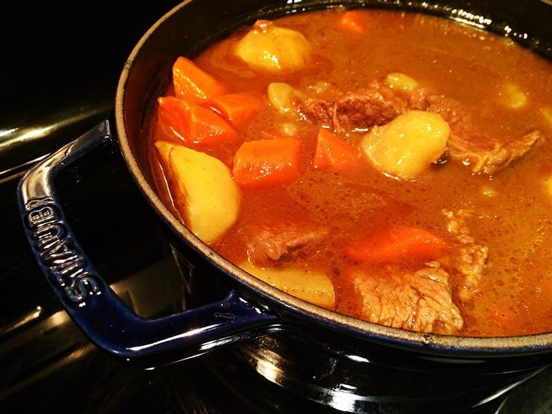 《鑄鐵鍋咖哩牛肉》