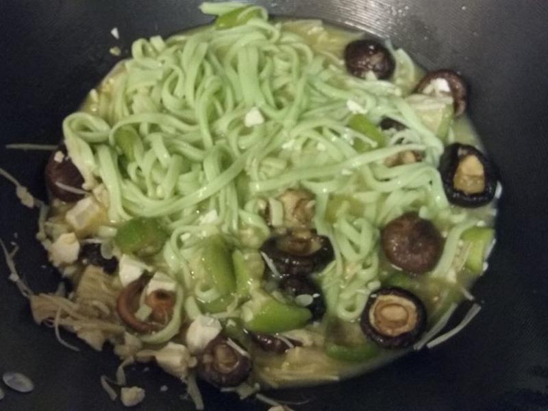 絲瓜鹹蛋金針菇波菜麵
