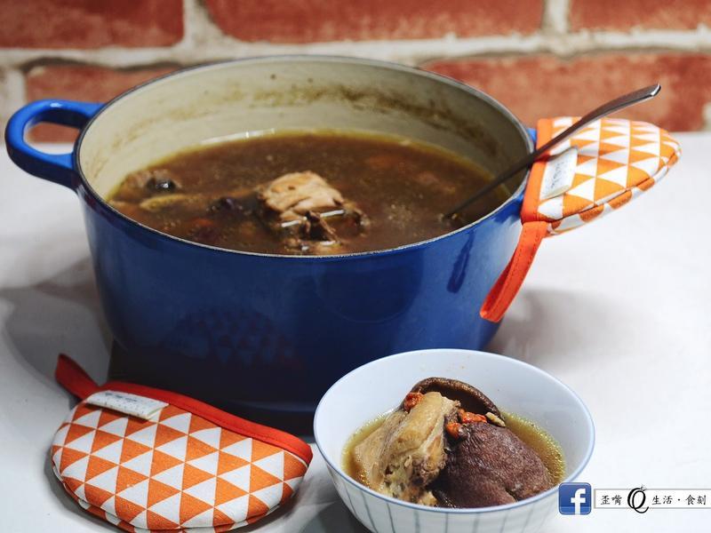 [秋天的特殊風味][鑄鐵鍋]柿子雞湯