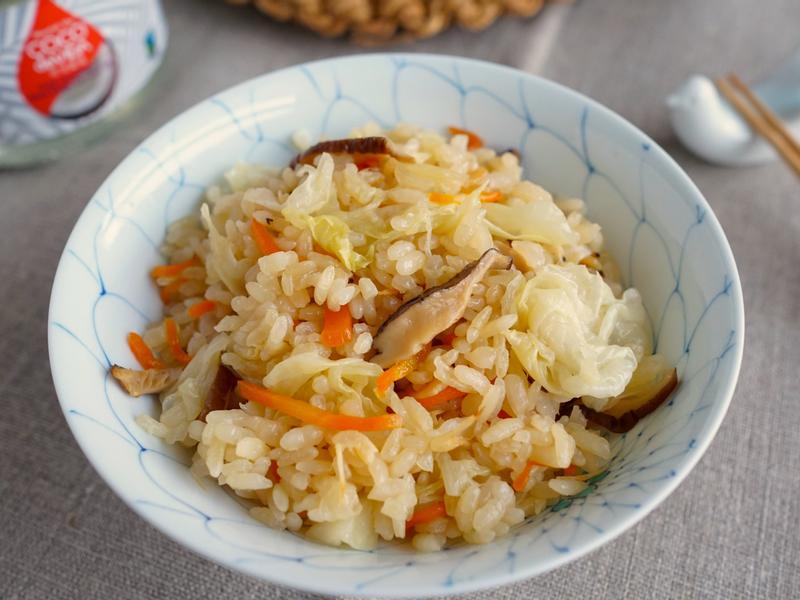椰子油鍋煮時令高麗菜炊飯