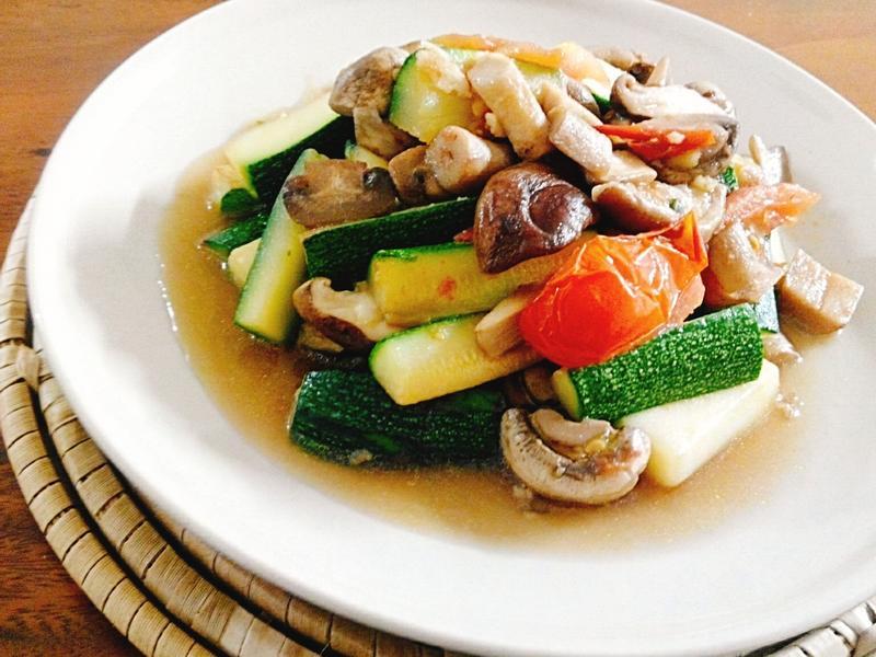 塔香櫛瓜燴雙菇一超簡單,家常美味