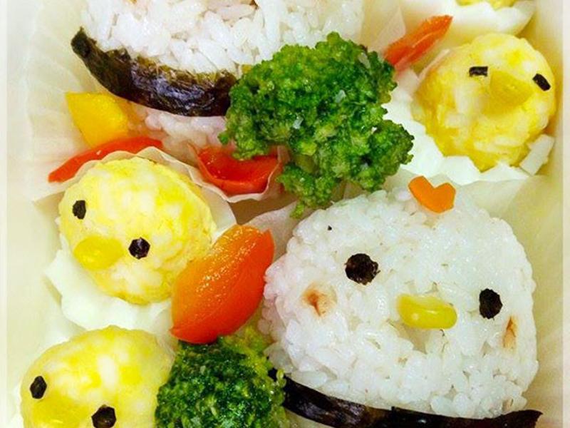 小雞家族飯糰♥圓蛋小雞祝大家元旦快樂~