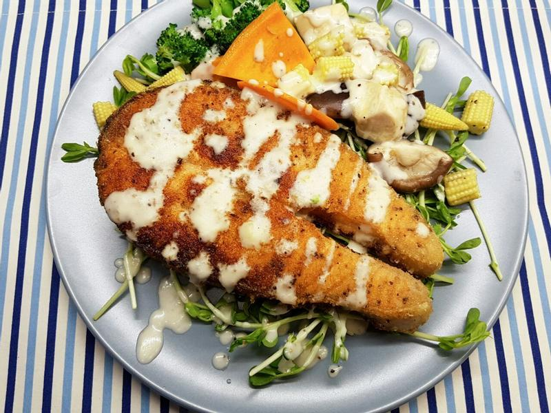 白酒奶油醬佐鮭魚排