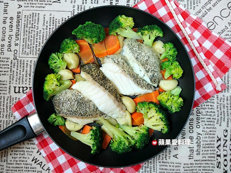 蒜頭青花蒸鮮魚(5分鐘)