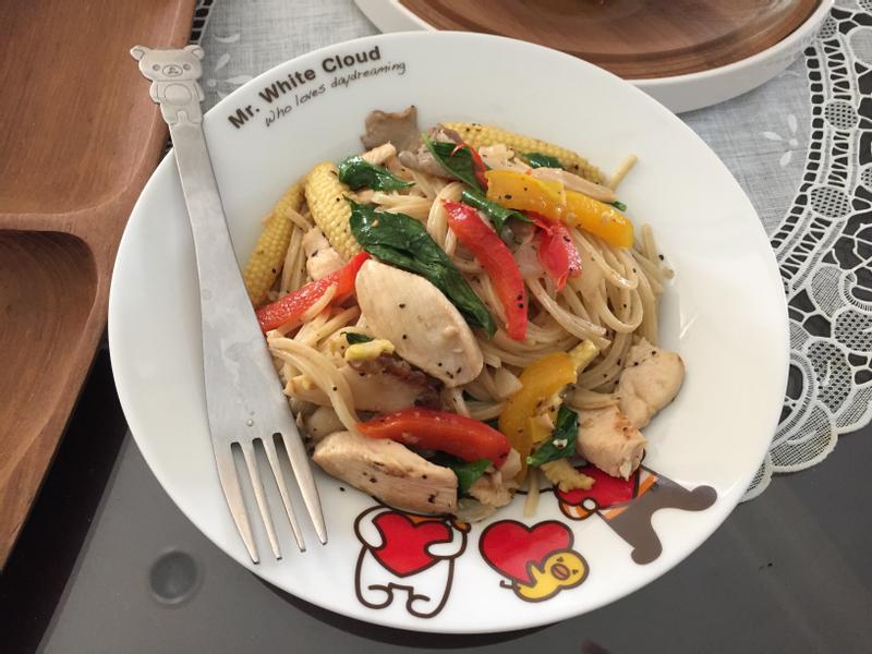 蒜香菇雞肉義大利麵