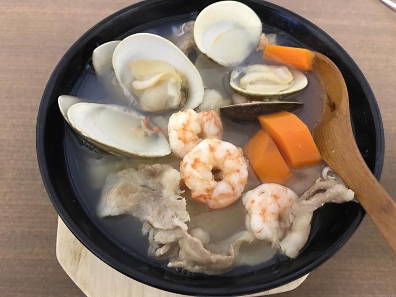 綜合海鮮史清湯麵(史雲生清雞湯)