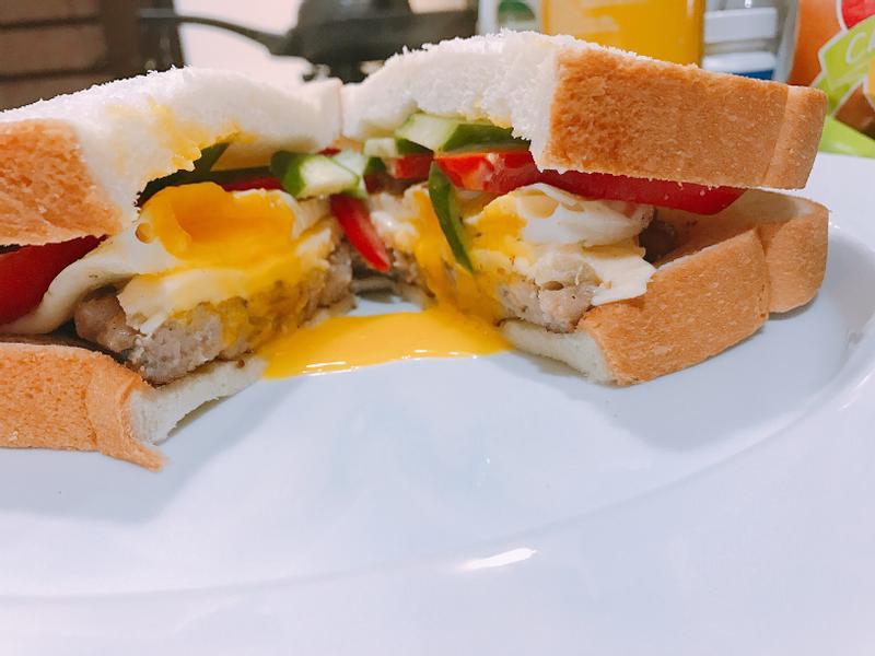 羅勒起司漢堡肉排三明治