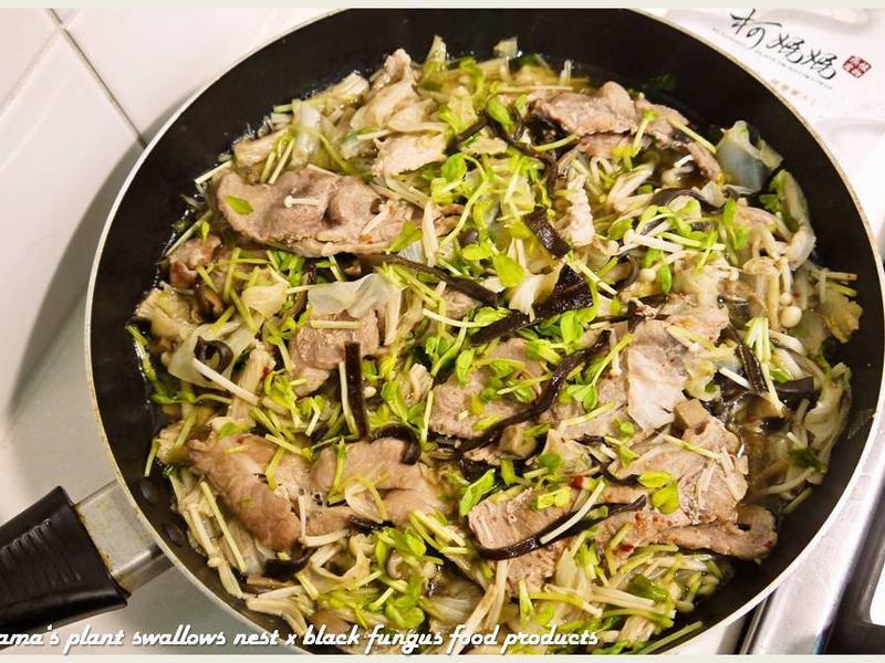一鍋煮黑木耳時蔬肉片.柯媽媽の植物燕窩