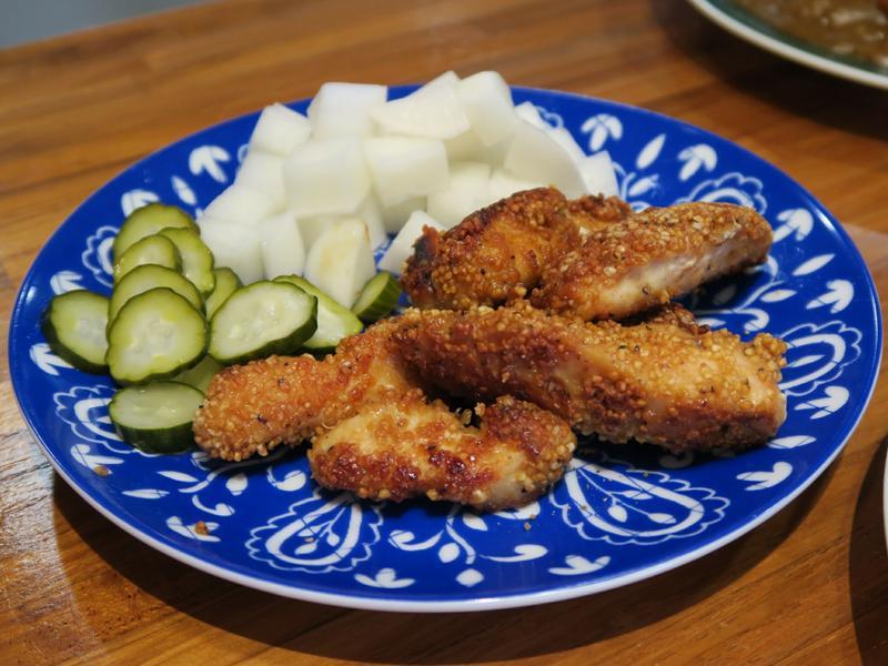 配炸雞的韓式醃蘿蔔