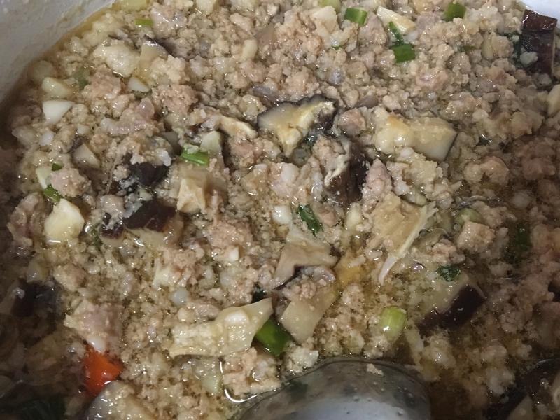 肉燥香菇醬(白飯澆兩勺~對味!)