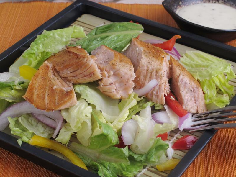 芳雄美食-智利鮭魚片沙拉