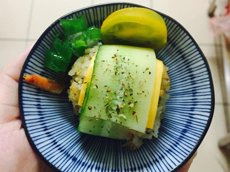 櫻花蝦🦐黃瓜青豆仁飯糰🍙