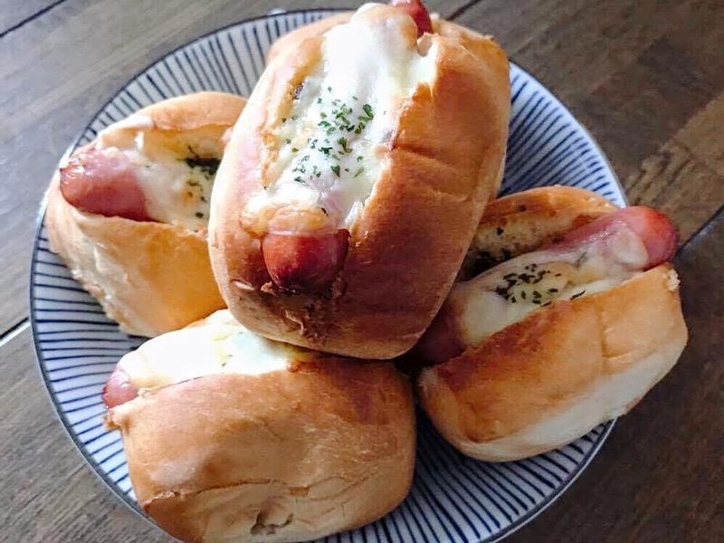 自製大蒜奶油做好吃小熱狗餐包~