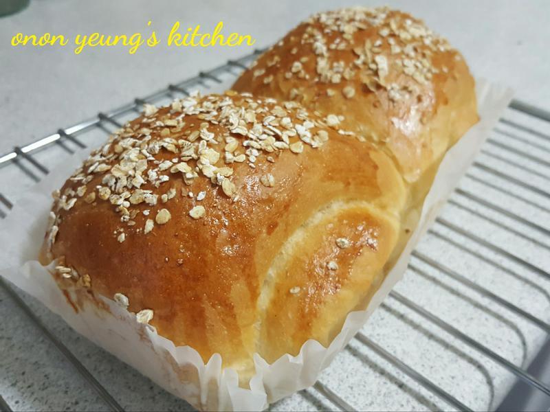 健康燕麥橄欖油麵包 簡易。家常烘焙。早餐