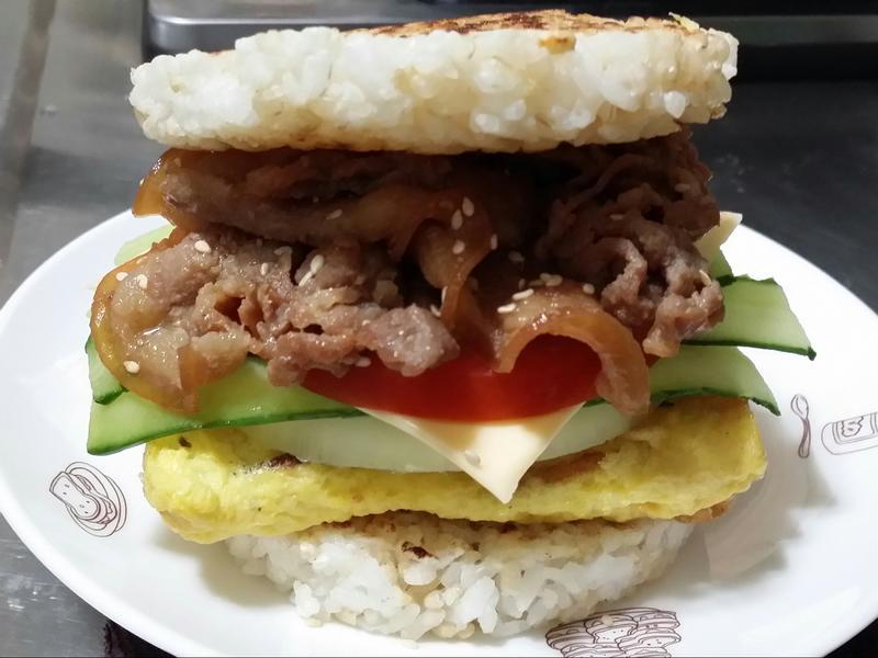 賢慧的愛妻早餐-蜜汁豬肉米漢堡