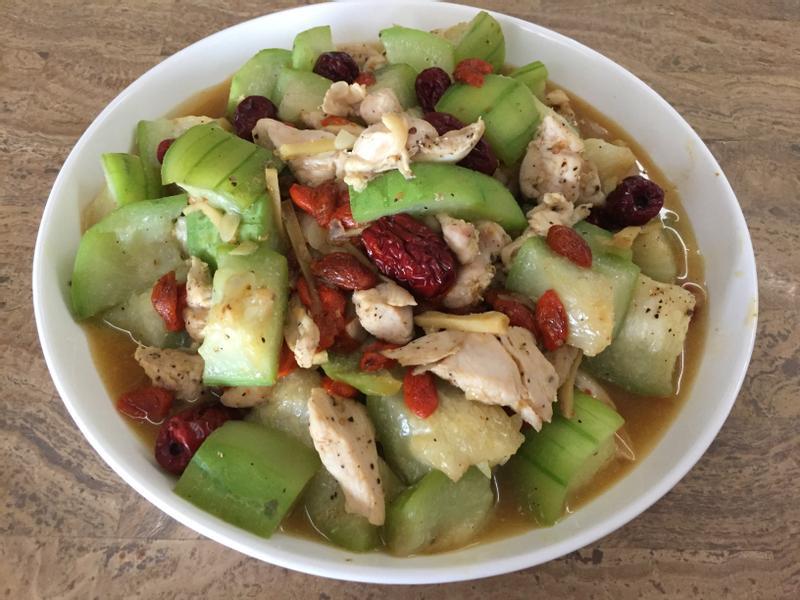 健康養生-紅棗枸杞絲瓜燴雞胸肉