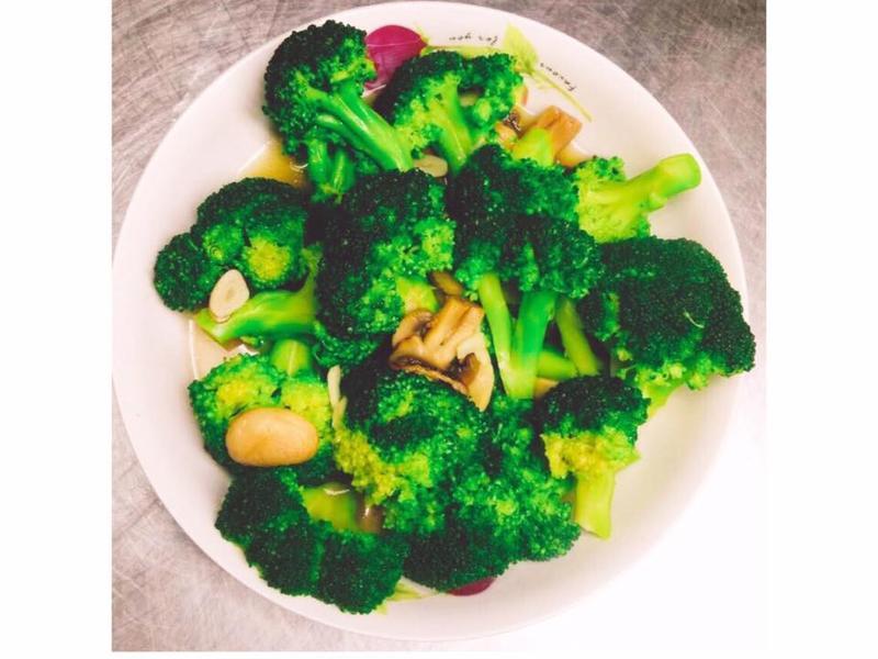 【隨興料理】蘑菇炒綠花椰菜🍄