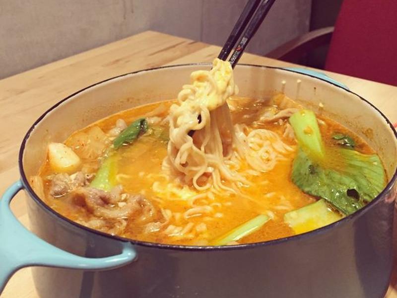 看韓劇吃飽飽-韓式泡菜部隊鍋簡單煮