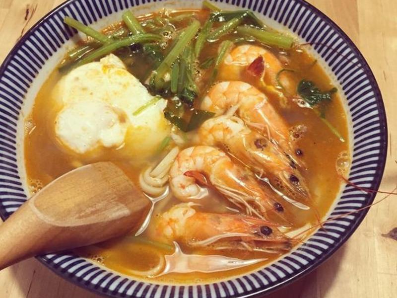 有夠蝦辣味鮮蝦麵,用蝦頭熬蝦湯香濃又鮮甜