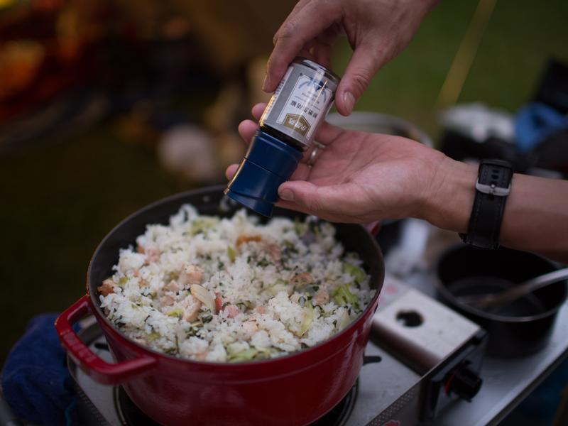 露營料理-煎雞肉菜飯(小磨坊鮮磨黑胡椒)