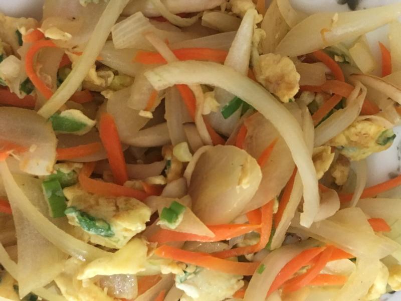 洋蔥紅蘿蔔蛋炒菇