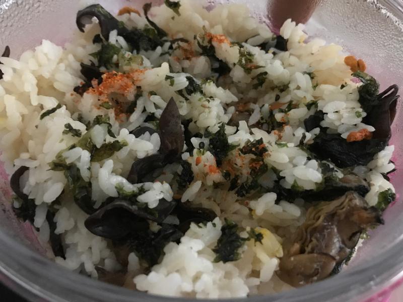 電鍋煮: 蟲草花雲耳蠔豉紫菜拌飯