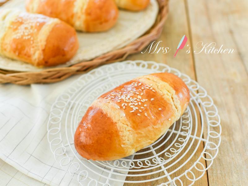 港式椰絲奶酥麵包 (雞尾包)