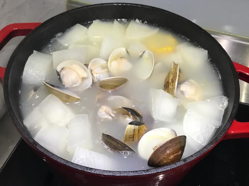 幼幼班等級的-蛤蠣蘿蔔排骨湯