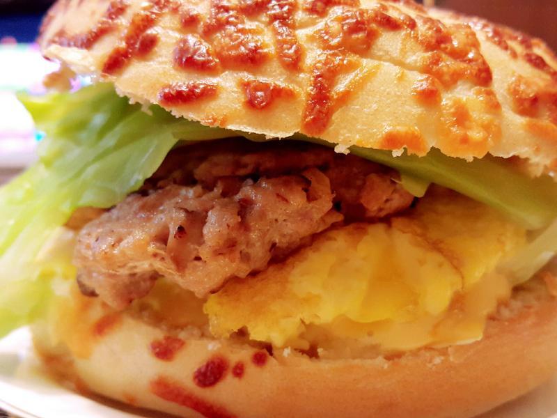 香菇絞肉排貝果堡
