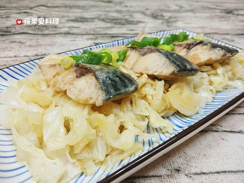 高麗菜蒸鯖魚(電鍋。無油煙)