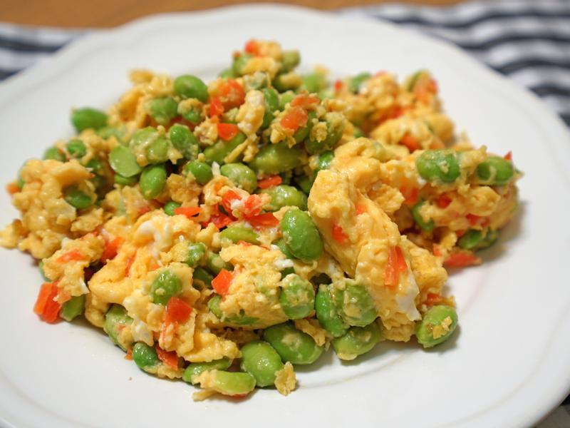 毛豆炒蛋。簡易便當菜