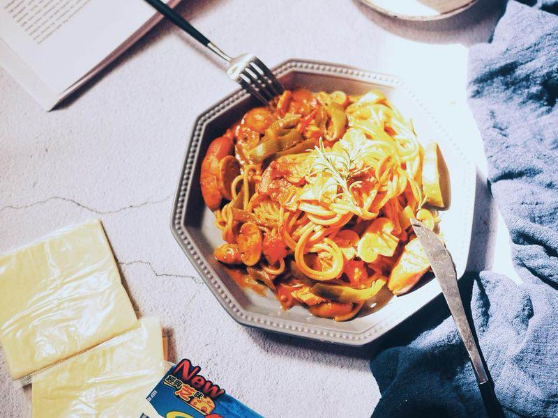 蒜味起司番茄義大利麵
