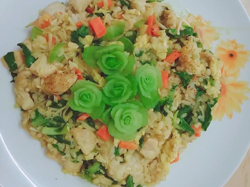 薑黃青江菜雞肉炒飯