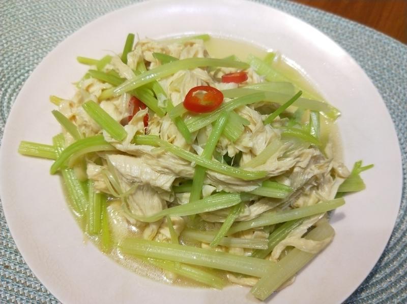 芹菜炒豆包