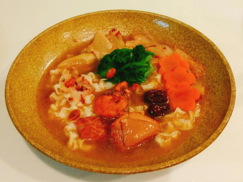紅麴雞肉湯麵