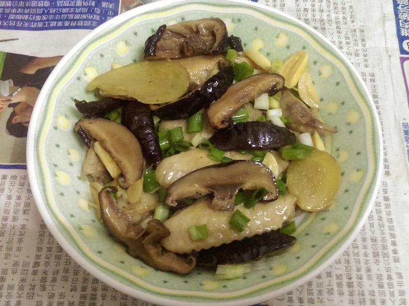 ¥ 雞翅煨香菇 ¥