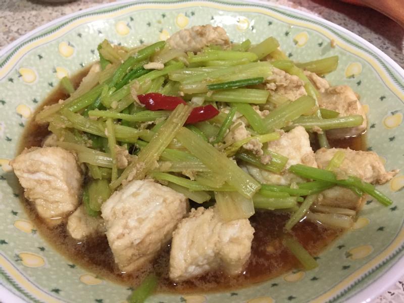 鯊魚肉炒芹菜
