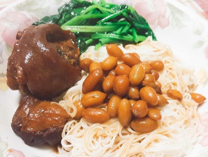 蘋果西打燉豬腳+花生+麵線