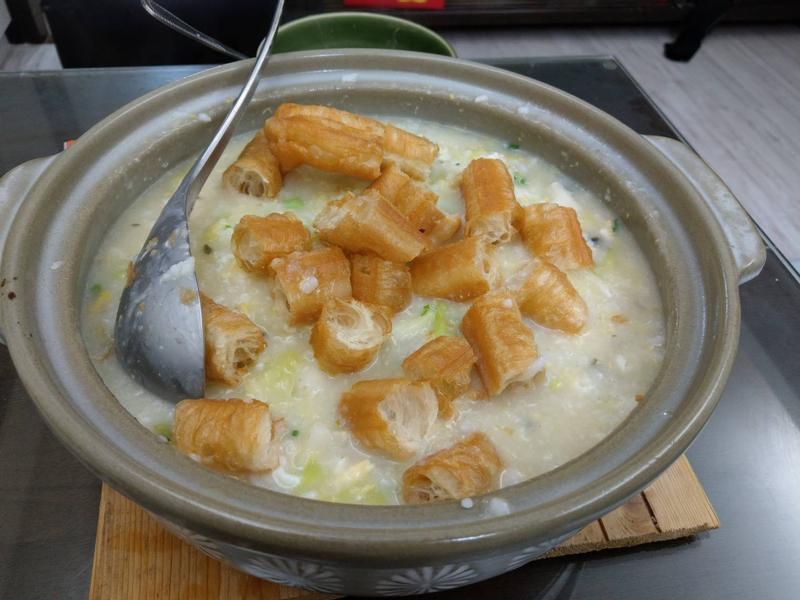 蔬菜皮蛋粥