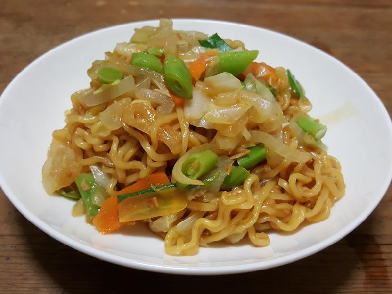 蒜香蔬菜炒麵
