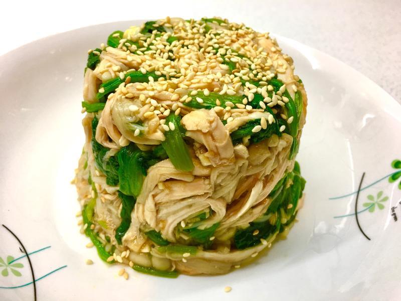 波菜拌金雞