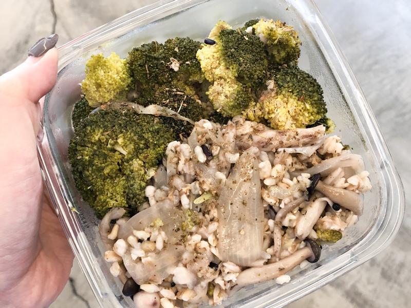 [健康減脂餐]花椰菜洋蔥野菇炊飯