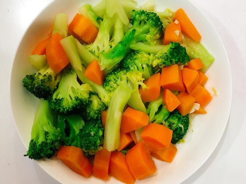清炒紅蘿蔔花椰菜🥦