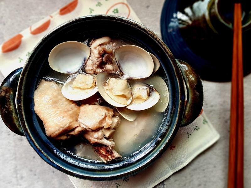 簡單即美味。蛤蜊蒜頭雞湯