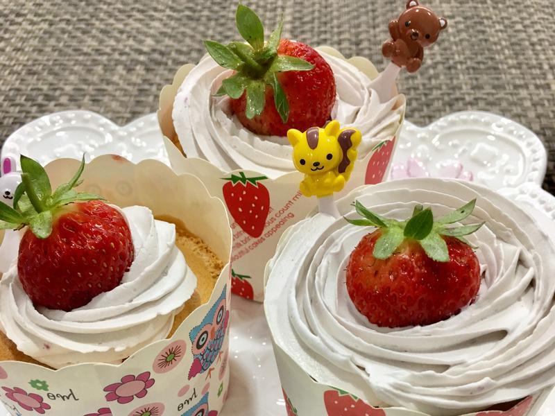 草莓優格杯子蛋糕