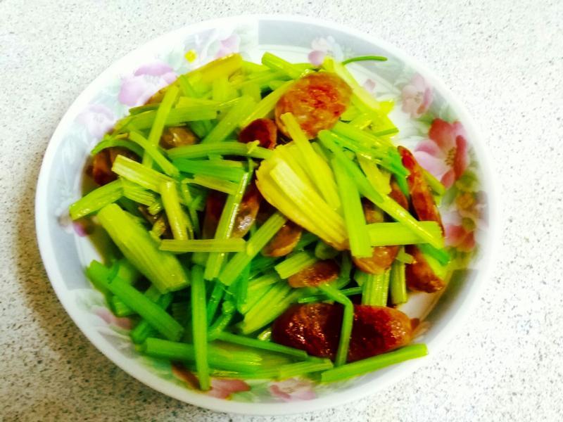芹菜炒臘腸