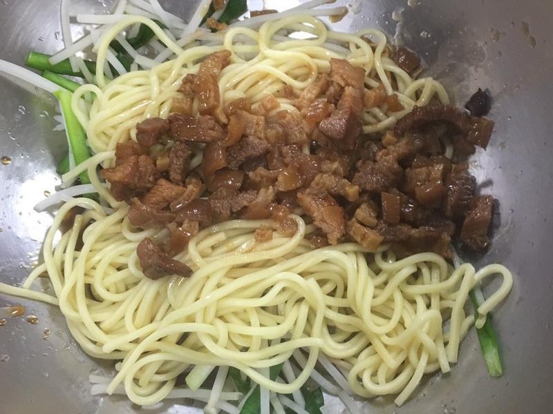 大炒麵+ 自製豬油蔥, 肉燥
