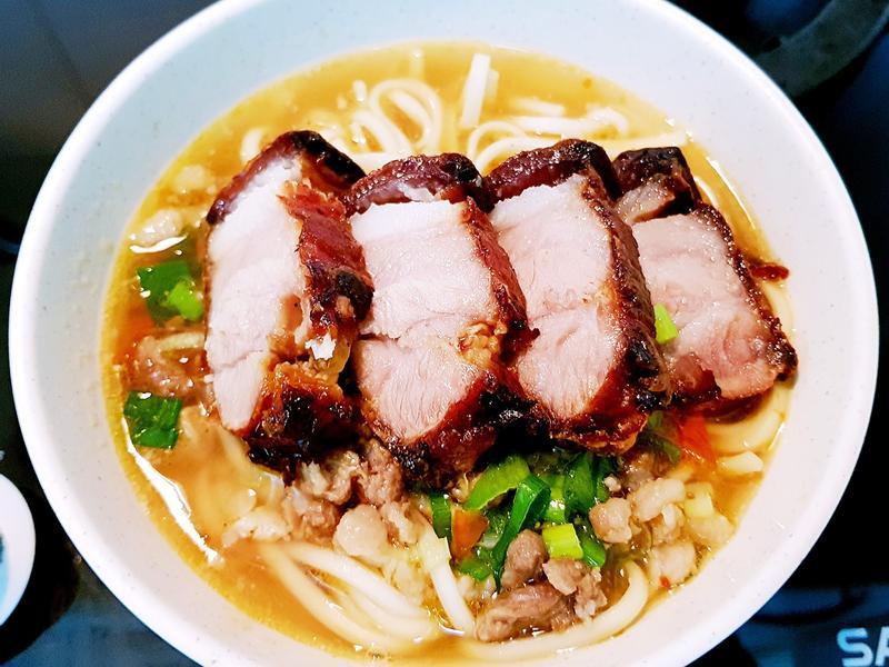 脆皮鹹豬肉拉麵